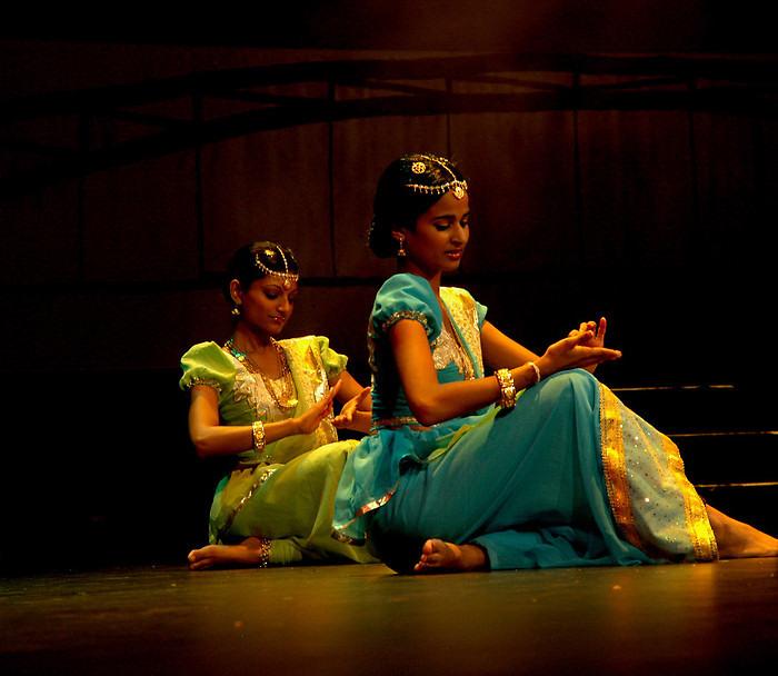 2326915-3-traditional-dance0001